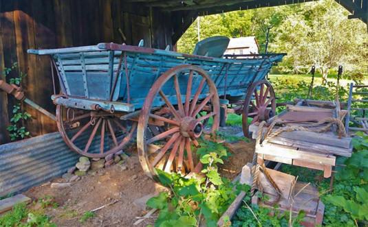 millbrook-village-antique-horse-drawn-cart-blue paint