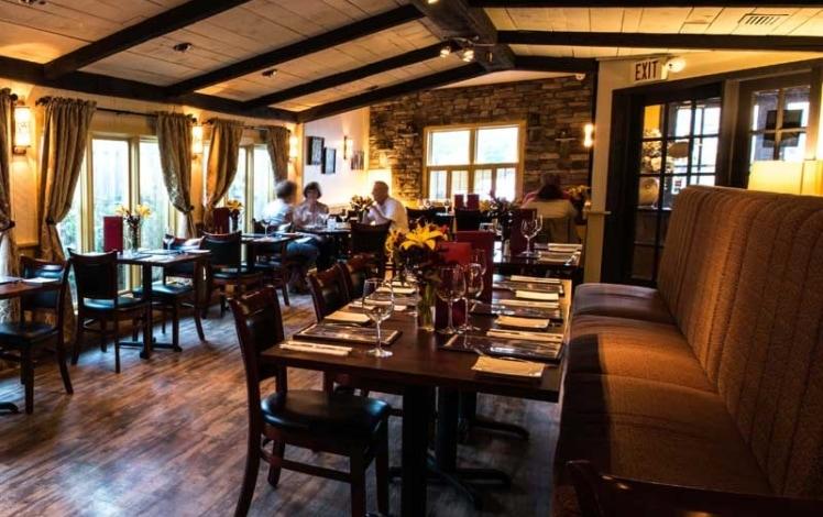 momento-pizzeria-and-restaurant-pocono-dining-room-748x470