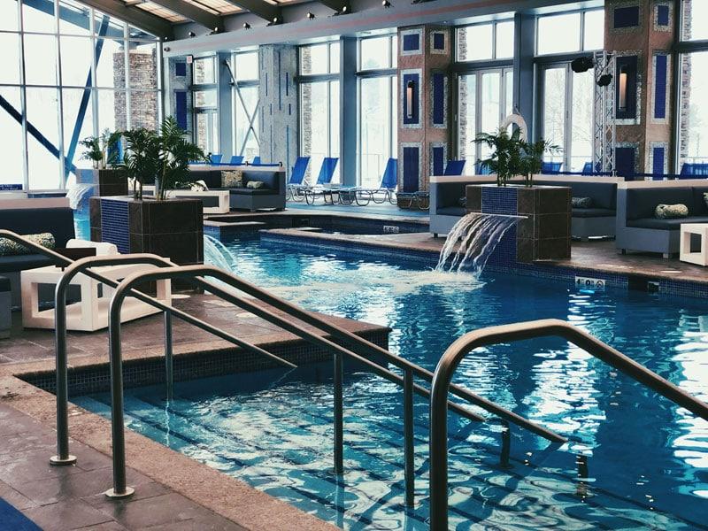 mount-airy-lodge-resort-indoor-pool