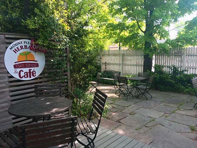 mount-pleasant-herbary-honesdale-stone-patio