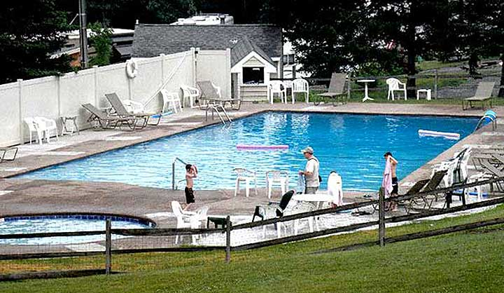 mount-pocono-campground-swimming-pool-and-chairs
