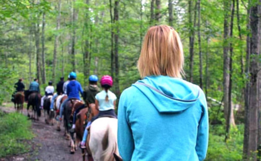 mountain-creek-riding-stable-group-ride