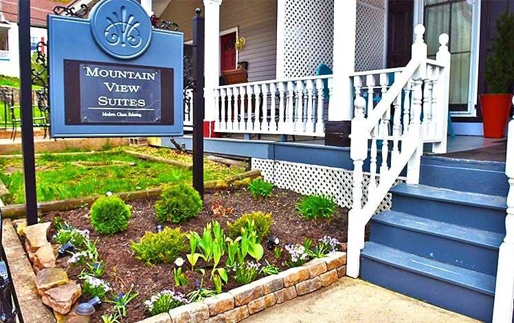 mountain-view-suites-front--porch-entrance