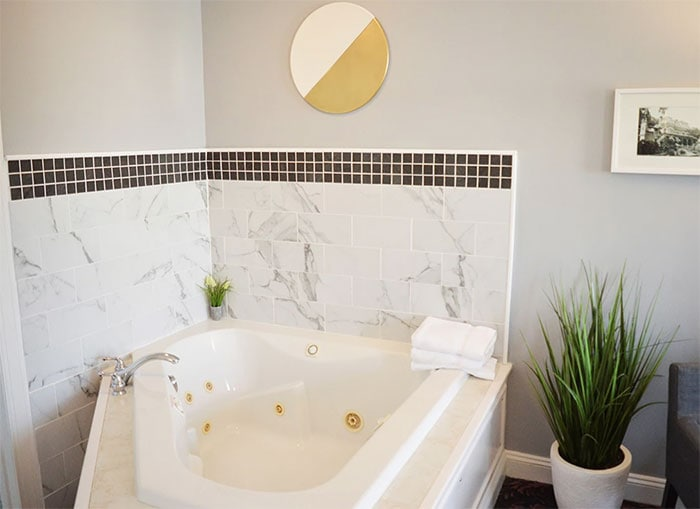 mountain-view-suites-whirlpool-tub