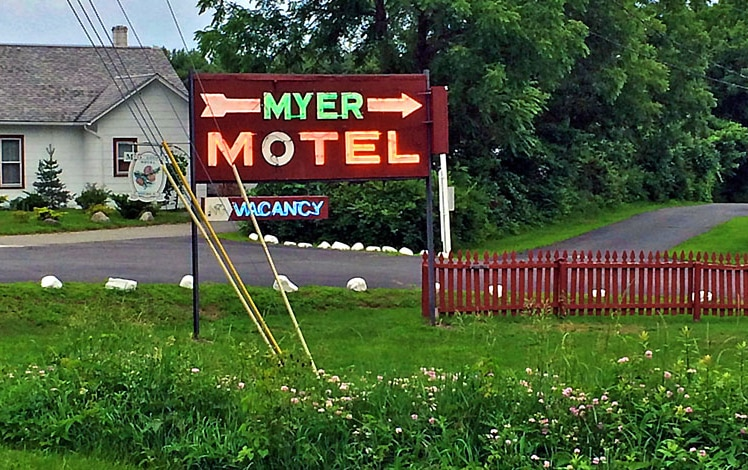 myer-country-motel-neon-sign