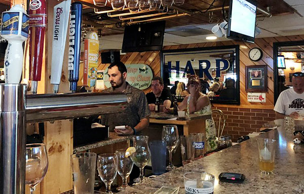 nick's-lake-house-picture-of-bar