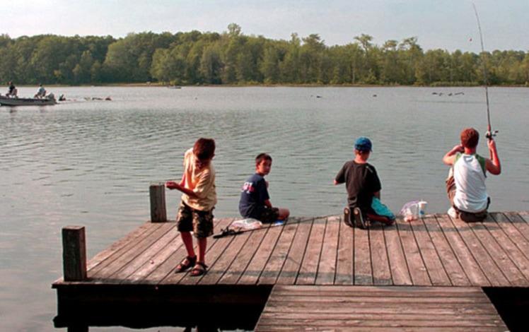 otter-lake-campground-resort-kids-fish-on-dock