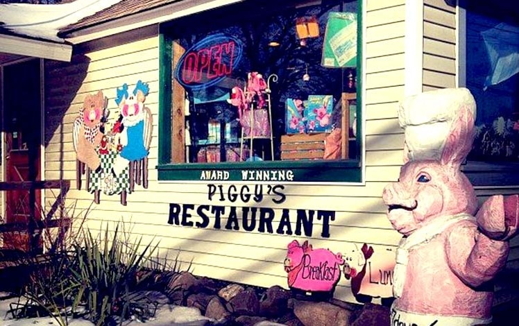 piggy's-breakfast-restaurant-front-of-building-with-pig-and-open-sign