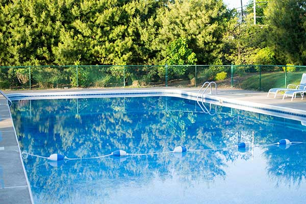 pine-grove-cottages-beach-lake-outdoor-pool