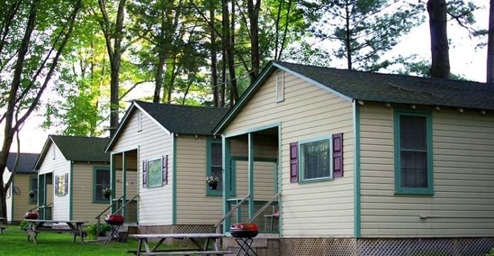 pine-grove-cottages-beach-lake-row of cottages