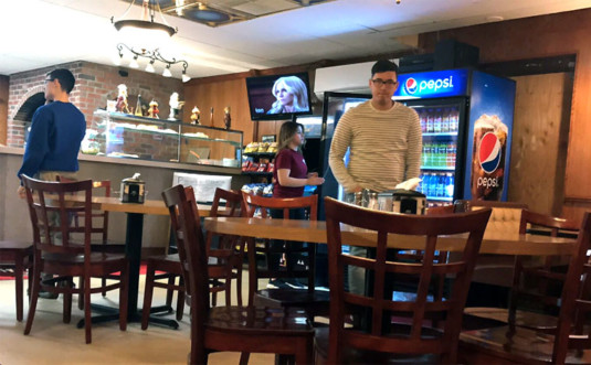 pizzaro's-pizzeria-pick-up-counter-and-tables