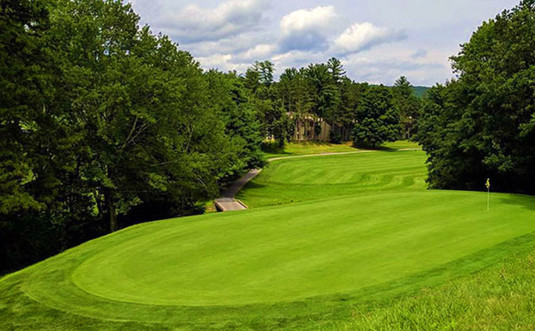 pocono-hills-golf-course-fairway-and-flag
