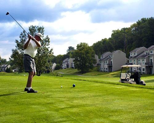 pocono-hills-golf-course-fairway-between-condos