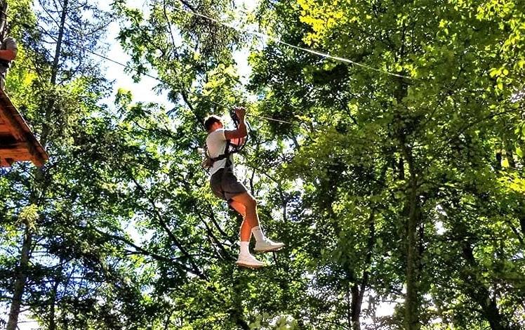 pocono-tree-adventures-man-ziplining