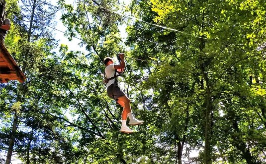 pocono-tree-adventures-man-ziplining