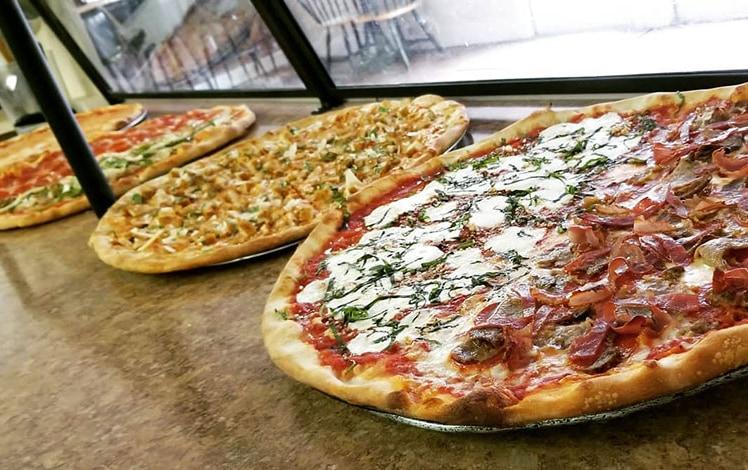 reno's-pizza-407-pizza-counter