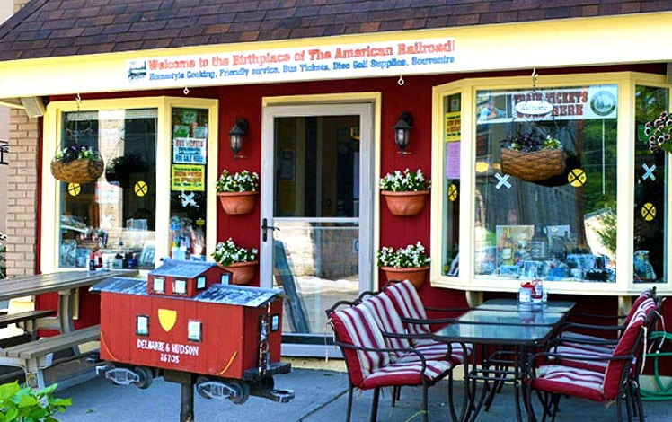 save-the-love-cafe-honesdale-front-of-diner