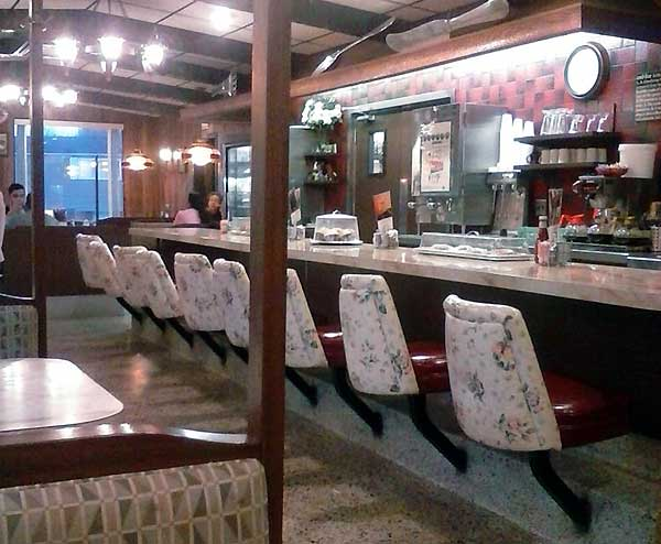 scotrun-diner-counter-and-stools