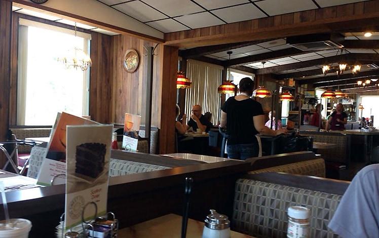 scotrun-diner-inside-booths