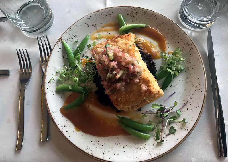 settlers-in-restaurant-fish