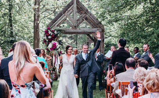 settlers-inn-wedding-couple-walking-down-the-aisle