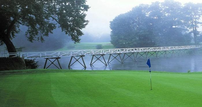 shawnee-inn-golf-bridge-and-flag