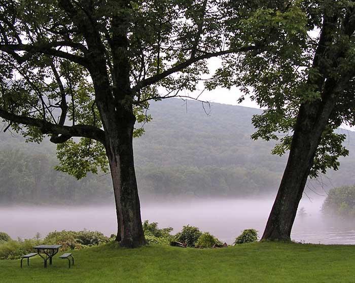 shawnee-inn-golf-trees-by-river