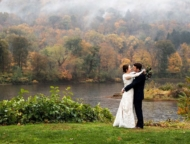 shawnee-inn-wedding-couple-on-river