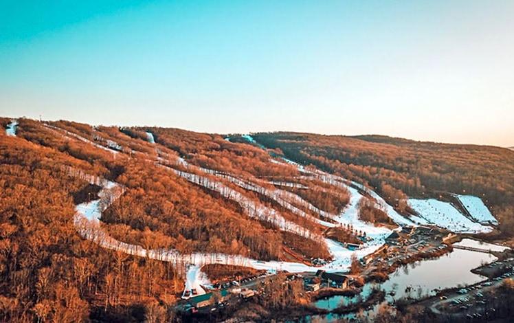 shawnee-mountain-ski-area-aerial-view-of-trails-lake