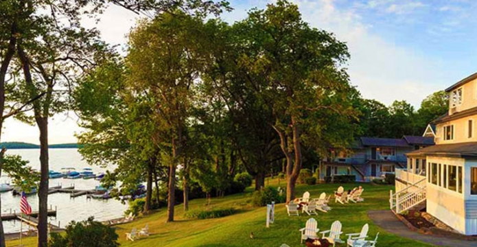 silver-birches-resort-since-1928-grounds-and-marina