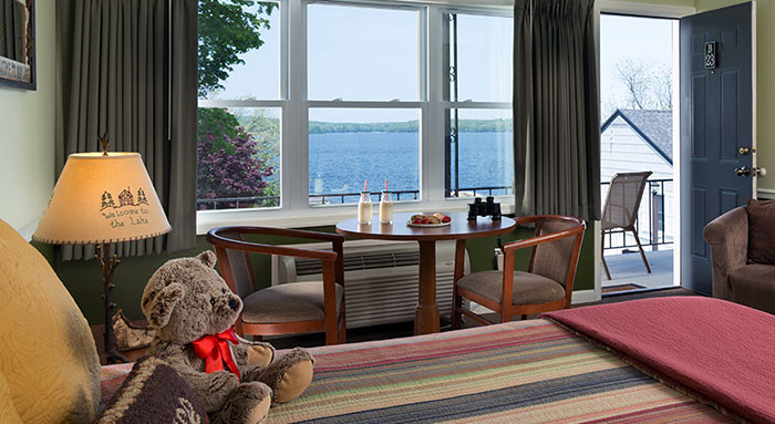 silver-birches-resort-the-bunkhouse-room-overlooking-lake
