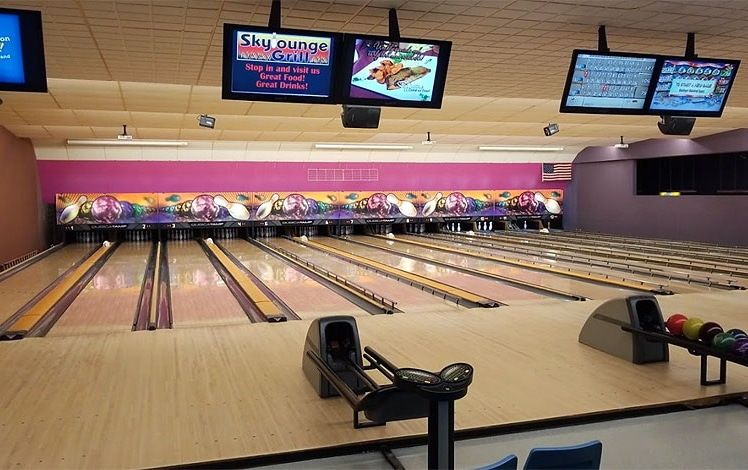 skylanes-bowling-center-lanes