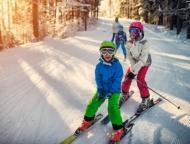 skytop-lodge-skiing-line-of-kids-on-skis