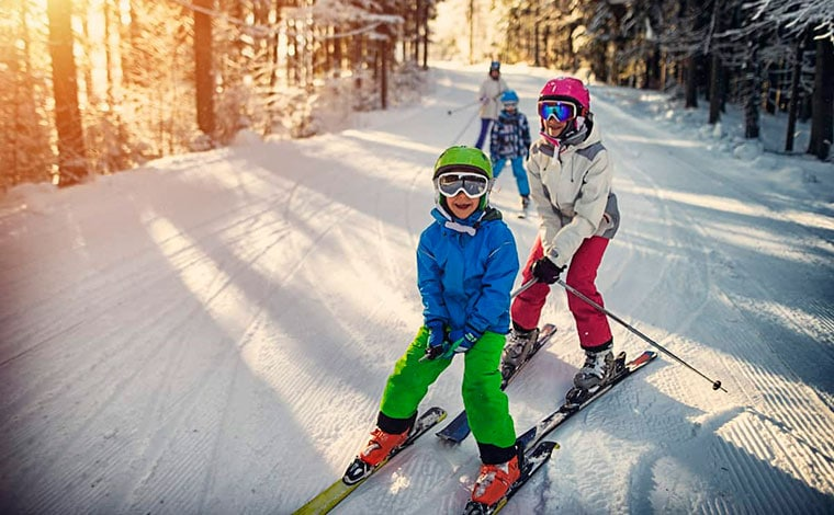 skytop-lodge-skiing-line-of-kids-on-skis