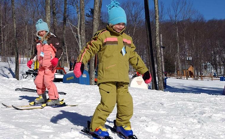 skytop-lodge-children skiing