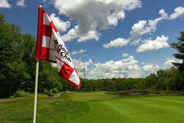 split-rock-golf-flag-and-cart-path