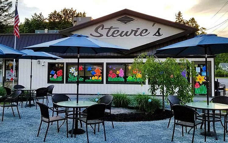 stewies-restaurant-front-of-building-