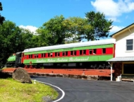 tandoor-palace-tannersville-exterior-with-train-car