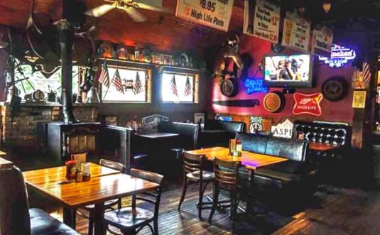 tannersville-inn-bar-room-front-room