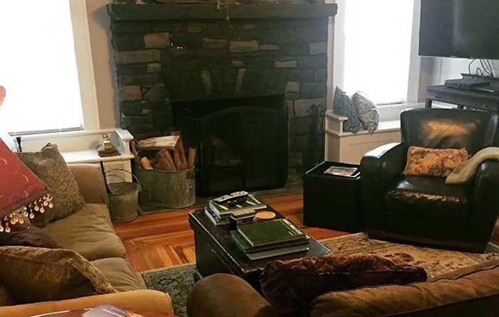 the-1924-cottage-living-room