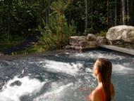 https://poconogo.com/wp-content/uploads/the-lodge-at-woodloch-swimming.jpg