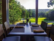 the-overlook-restaurant-table-overlooks-golf-course