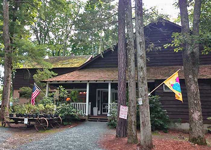 the-paupack-blueberry-farm-store-building