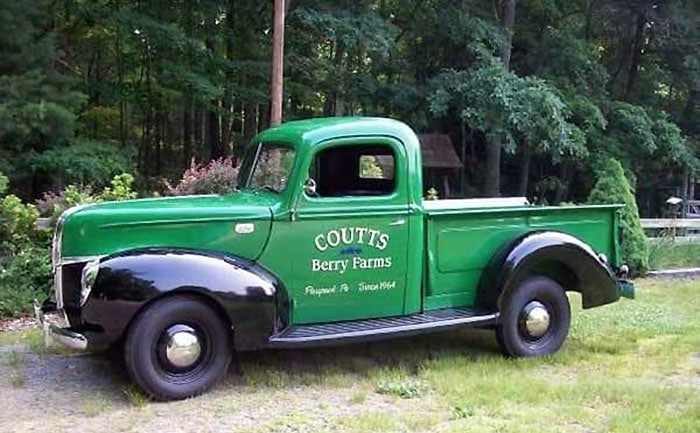 the-paupack-blueberry-farm-green-and-black-vintage-truck