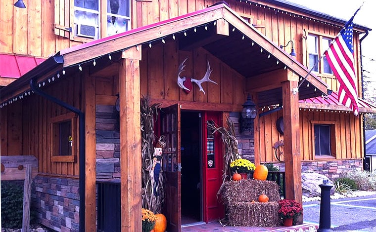 the-pour-house-bar-and-grille-mountainhome-outside-of-building