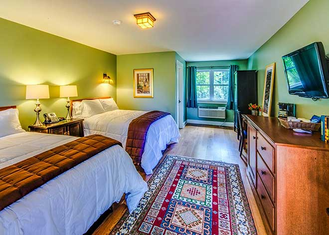 the shawnee inn and golf resort guest room