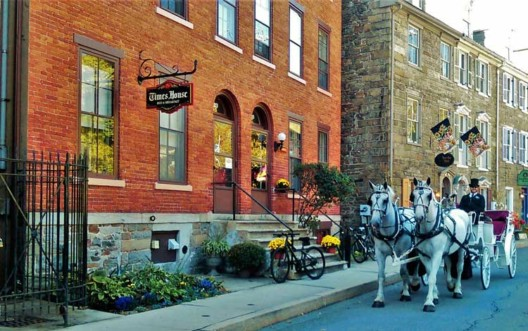 times-house-b+b-front-of-building-with-horse-drawn-carriage