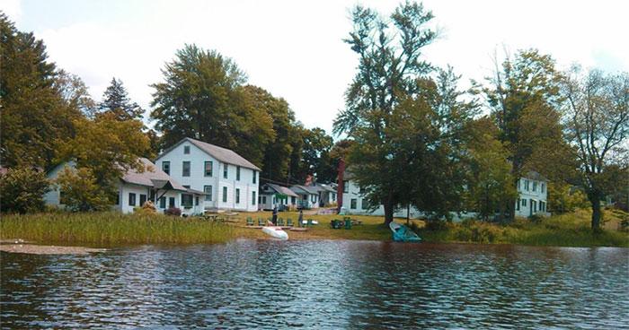 tuscarora-lodge-view-of-lake-and-cabins