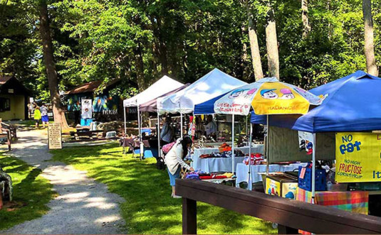 wally-lake-fest-food-vendors-umbrellas