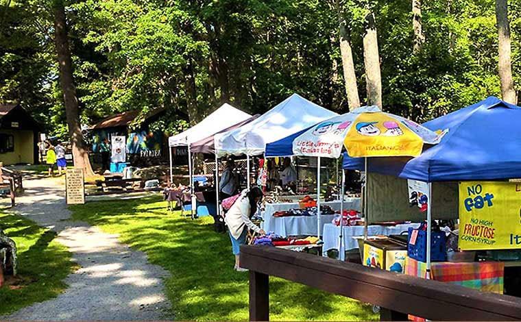 wally-lake-fest-food-vendors-umbrellas